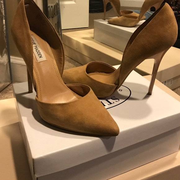 76b28142fbc Steve Madden Varcityy in Sand Suede size 9. M 5a5557913800c524ec06cc6a